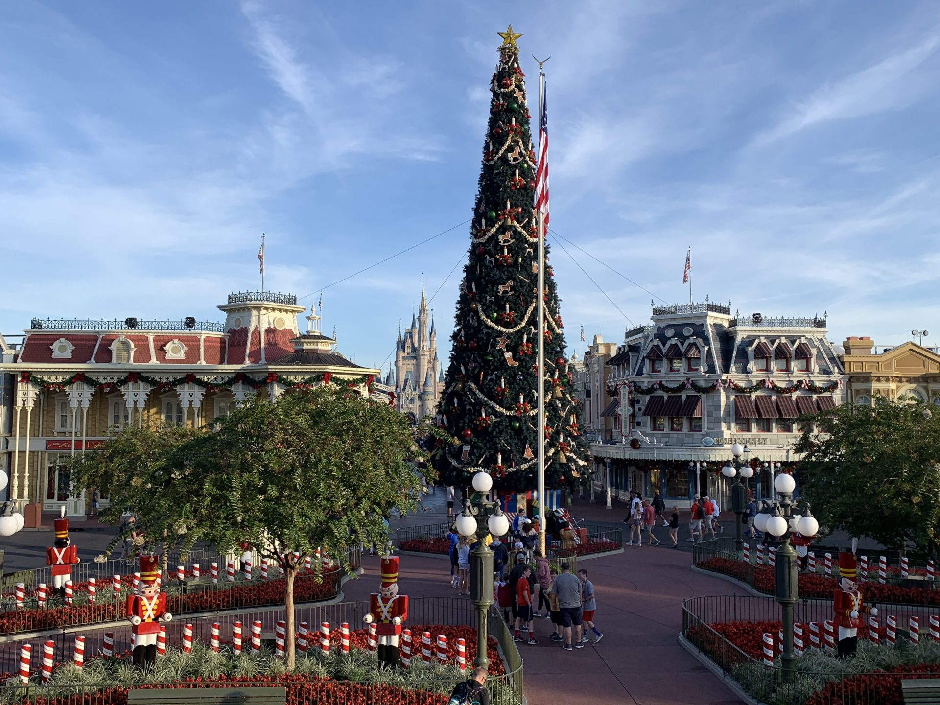 Where To See The Best Walt Disney World Resort Christmas Decorations