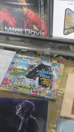 """Il cd del MASSIMO DONA' TRIO, """"Il santo che vola"""", esposto nella vetrina di un negozio di dischi a MESTRE (VE)"""