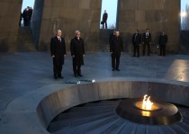 The Presidents of Armenia and Russia, Serzh Sarkisian and Vladimir Putin, laid a wreath at the memorial to the victims of the 1988 devastating earthquake in Spitak.