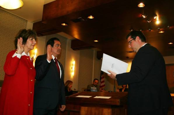 Councilmembers Devine and Gharpetian being sworn in to the Glendale City Council