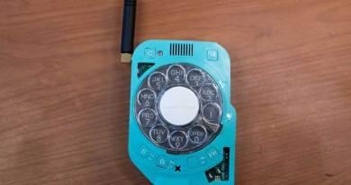 Ponsel Dengan Gaya Klasik, Tombol Putar