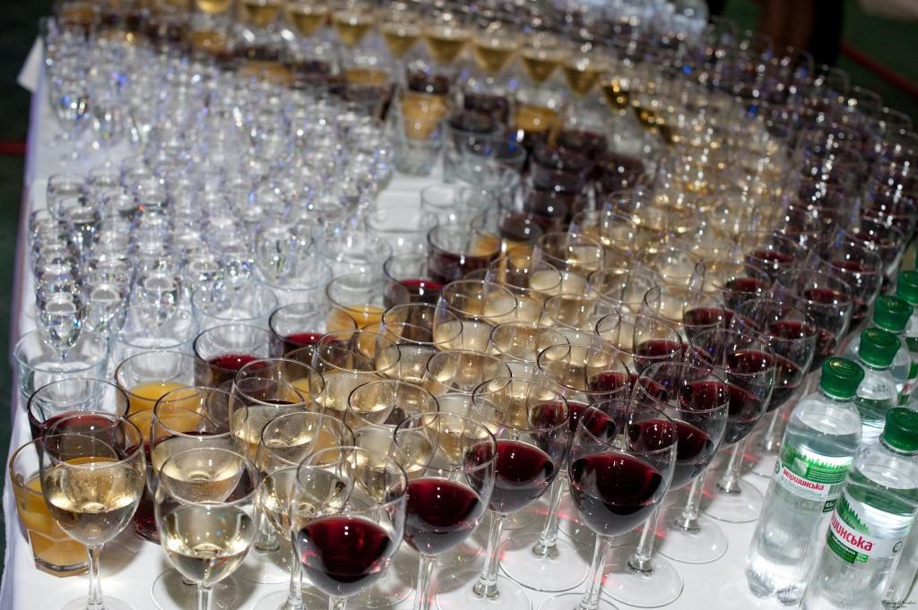 Картинки стол с алкоголем