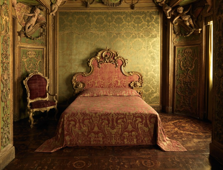 Opulent Master Bedrooms Of Famous Palaces Master Bedroom