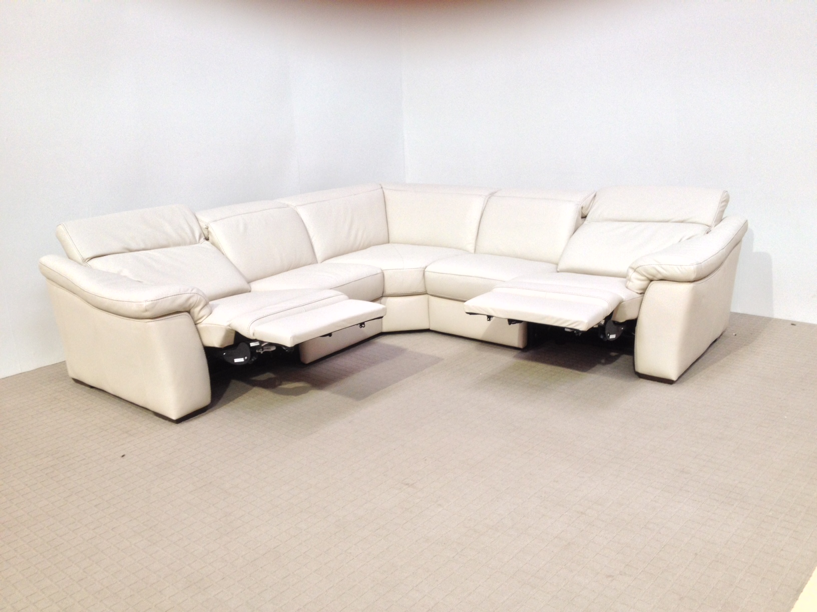 corner sofa with recliner and chaise beige sofas decor natuzzi edition sensor b760 electric reclining