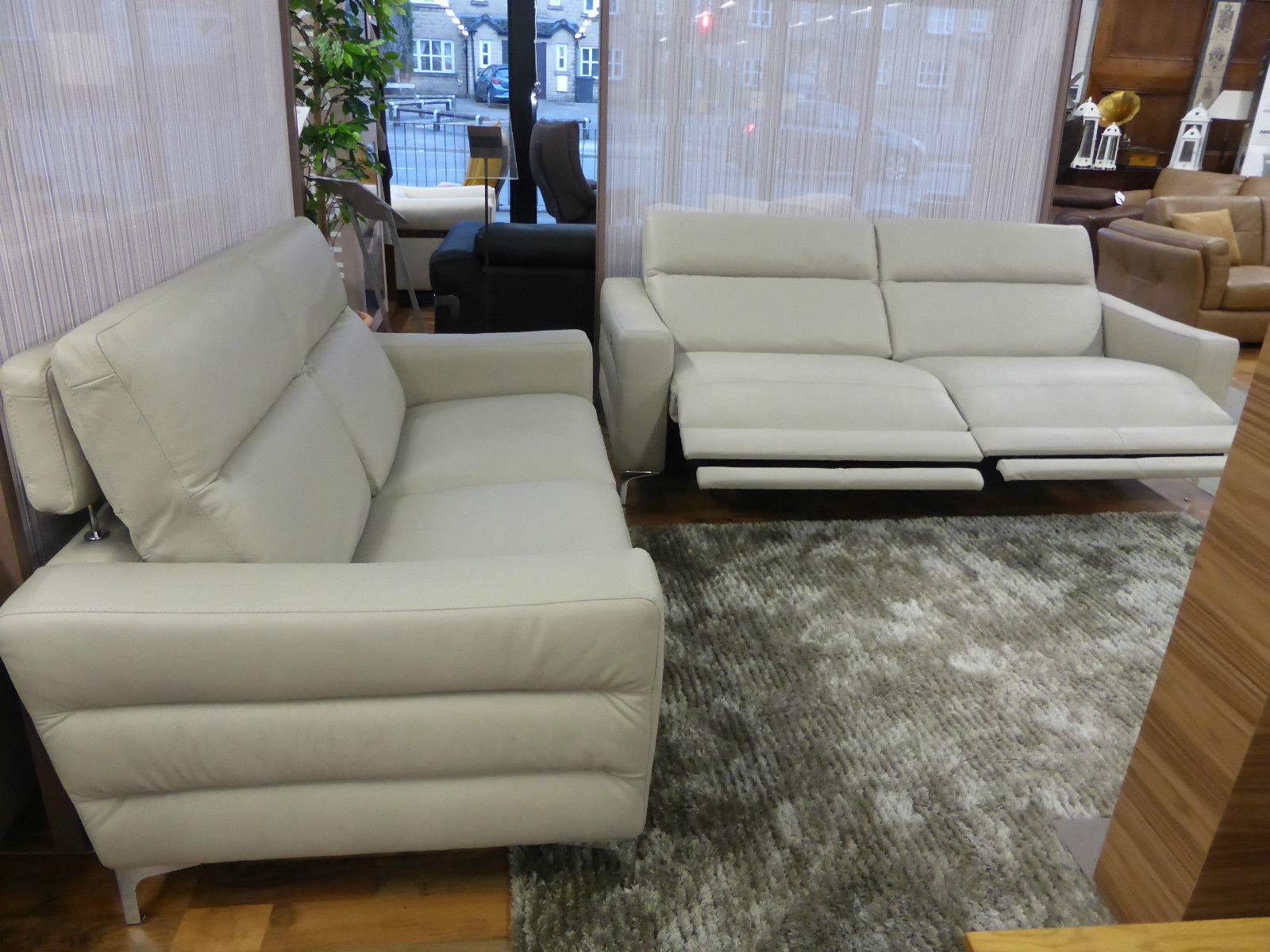 natuzzi arona 2 seater leather sofa bed wicker sofas and chairs editions pelle 3 seat power static full