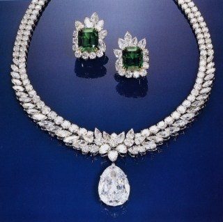 The Van Cleef & Arpels necklace, with the Arcot I at the bottom