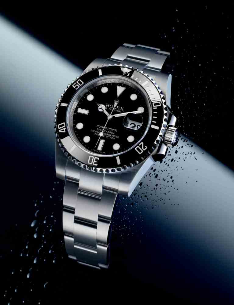 Rolex New Oyster Perpetual Submariner Date in 904L Steel with black dial (reference 116610 LN / 97200)