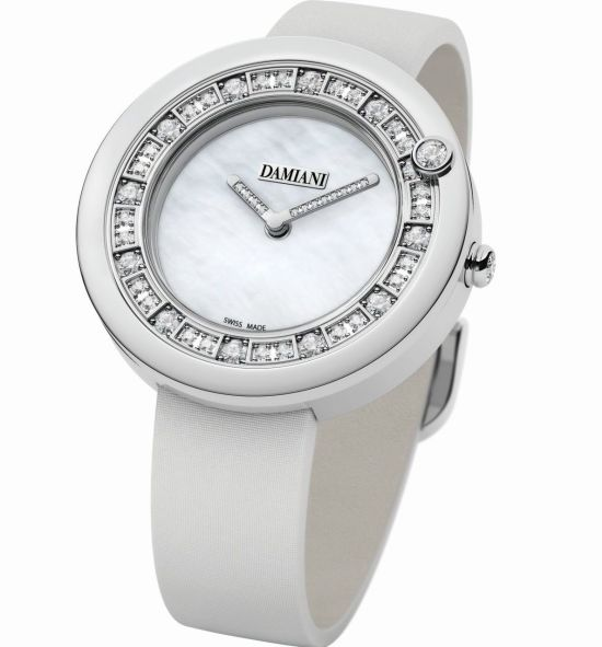 Damiani Belle Époque watch with light setting