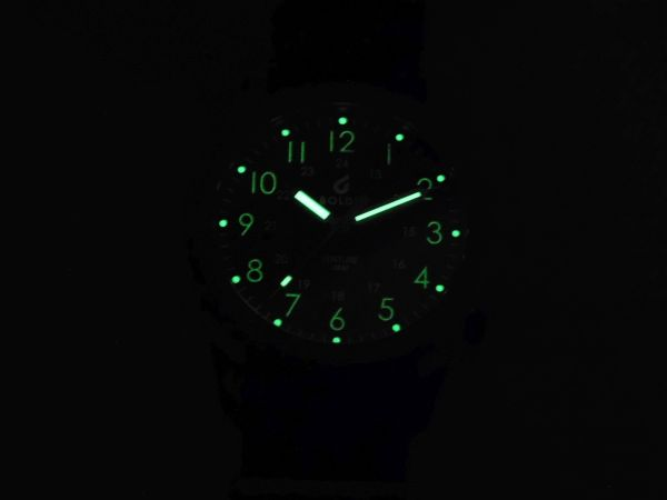 Hands on Review: Boldr Venture watch lume shot