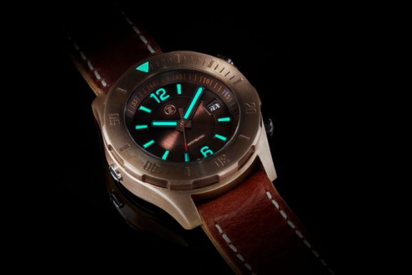 Zelos Abyss diving watch with 3000 meters water resistance