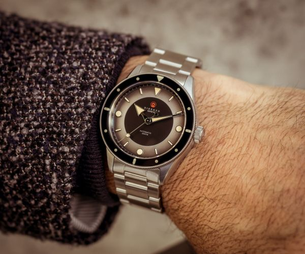 "DIRENZO DRZ_03 ""Eclipse"" Limited Edition diving watch wrist shot"