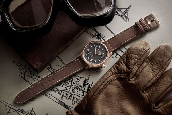 Alpina Startimer Pilot Automatic 40 mm watch collection