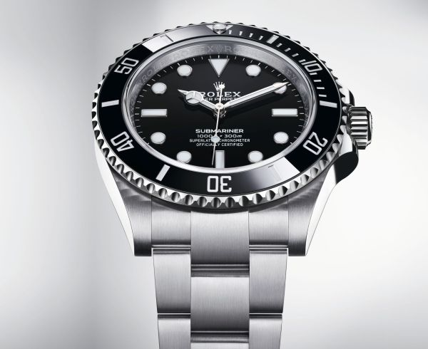 Rolex Oyster Perpetual Submariner in Oystersteel with a Black Cerachrom bezel and a black dial, 41mm, Reference 124060