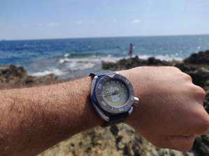ErrediBi Flottante diving watch with floating feature
