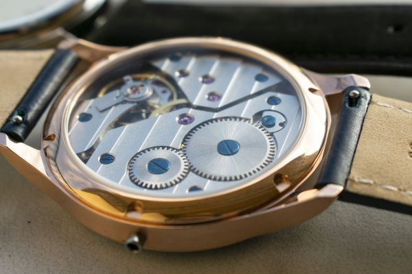 rotate watches movement view through the caseback