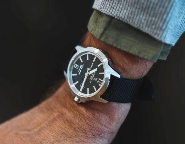 Werenbach Soyuz 01 Black watch hands on