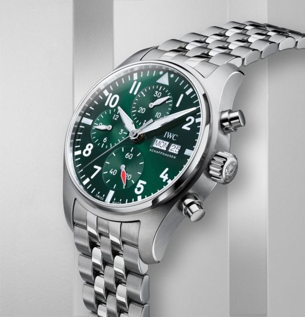 IWC Schaffhausen Pilot's Watch Chronograph 41, Ref. IW388104: Stainless steel case, green dial, rhodium-plated hands, stainless steel bracelet.