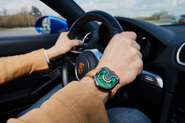 Atowak Ettore Drift watch wrist shot