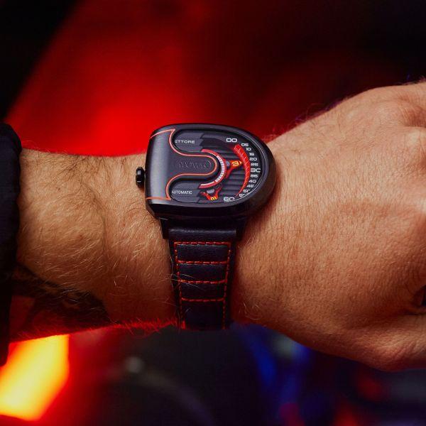 Atowak Ettore Drift watch hands on