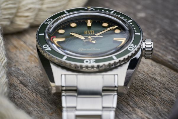 HVD SpectreDiver manual-winding dive watch