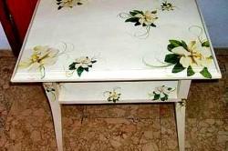 Dekorirovanie-poverhnosti-250x166 Как из салфеток сделать декупаж стола. Такой декупаж журнального столика может сделать каждый. Инструменты и материалы