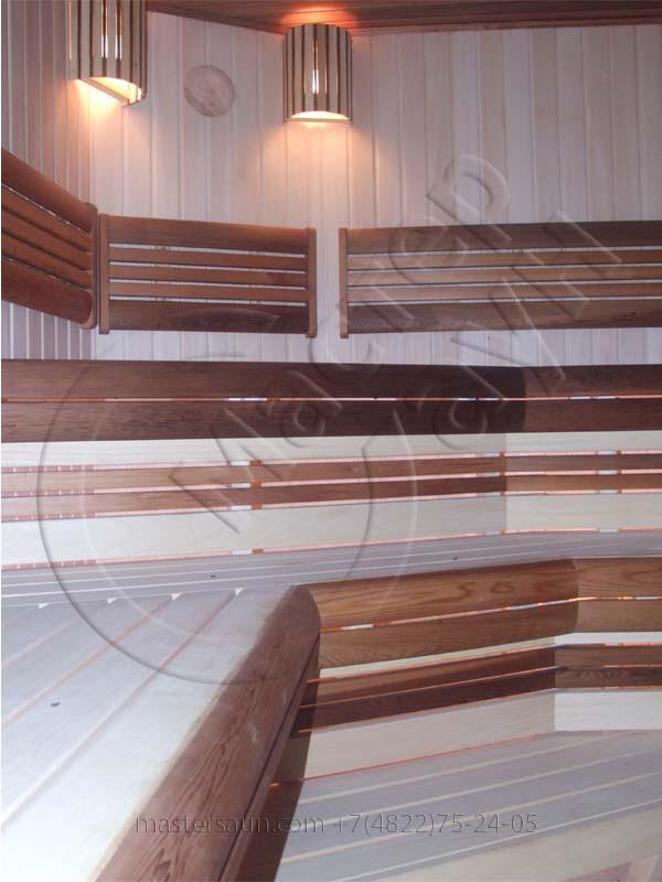 sauna-parilnya-s-trexurovnevnevymi-lavkami-05