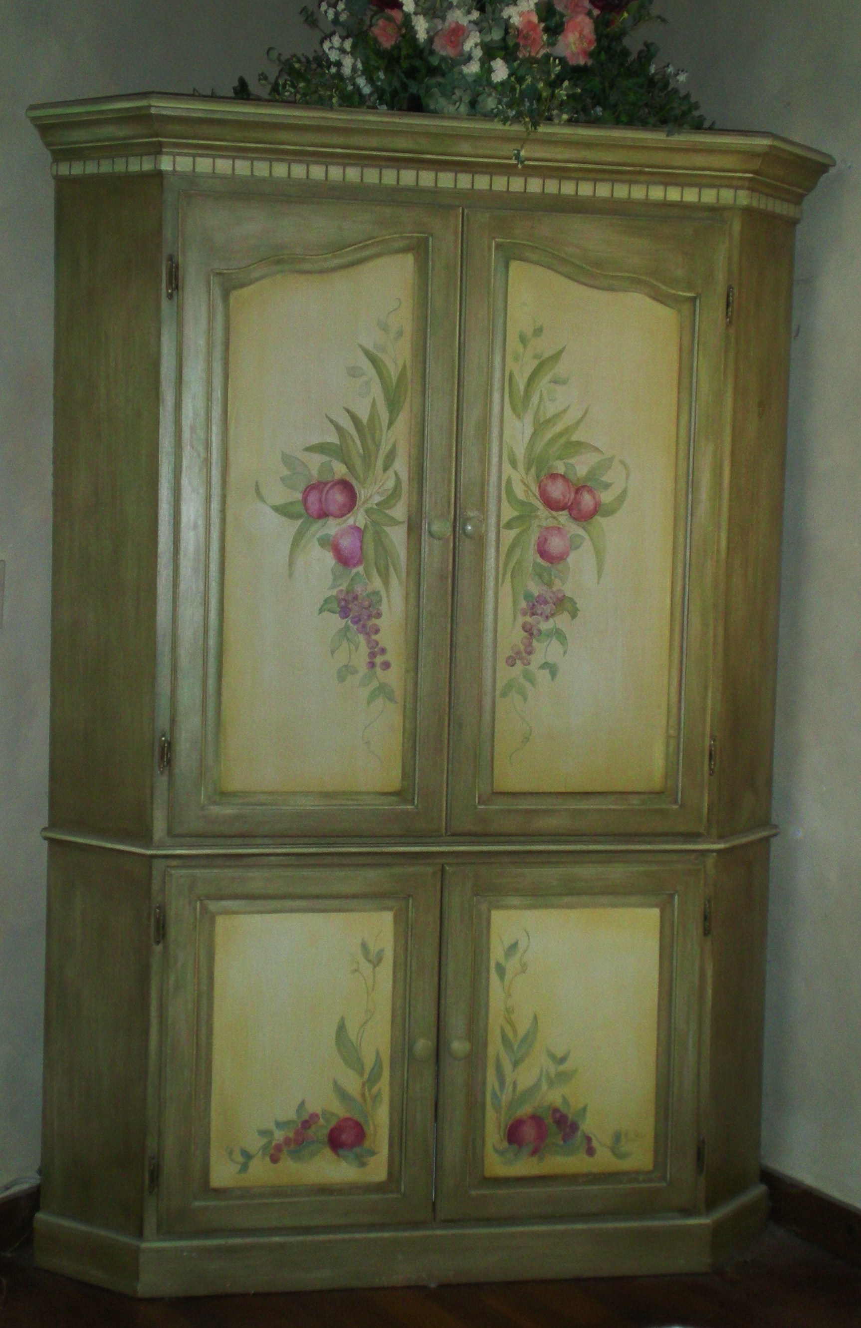 Painted Furniture with Flowers  The Masters Touch