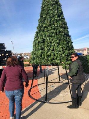 Mastic-Shirley Chamber Christmas tree assembly
