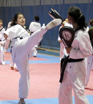 2010-02-23_(b)x_masTaekwondo_Andrea_Lara_(BC)_02_580