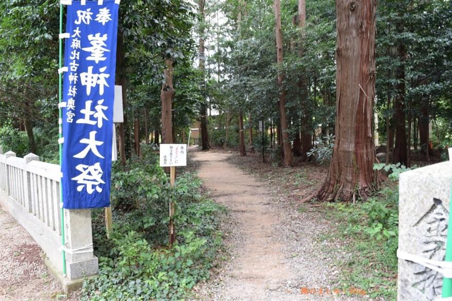 峯神社への道