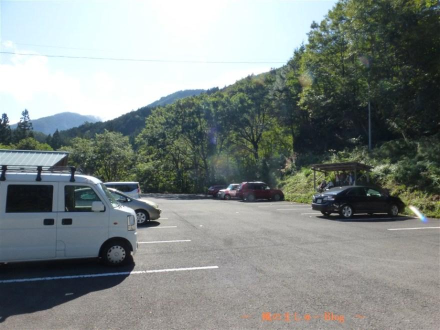 名頃駐車場登山口