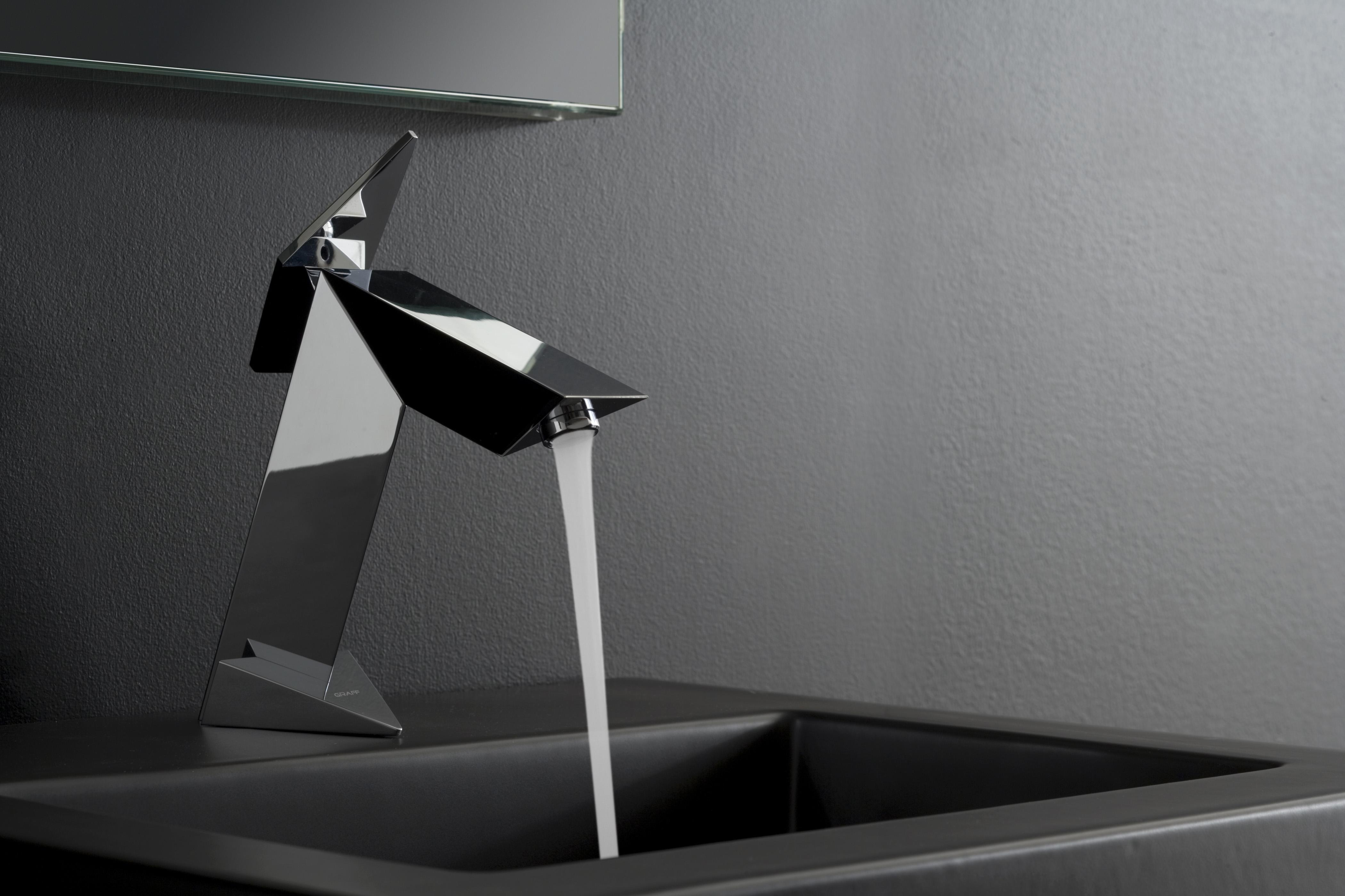 Aerodynamically inspired bathroom fittings