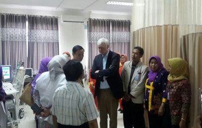 Dokter Belanda Kunjungi RSUD Syamrabu, Ada Apa?