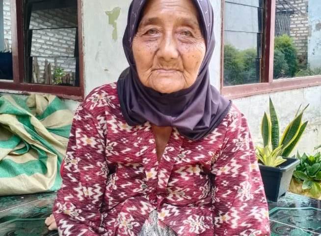 Kisah Sedih Nenek Rasimi; Penerima BPNT di Sumenep yang Kartunya Digesek Orang Lain