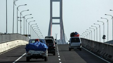 Lusa, Jembatan Suramadu Disekat