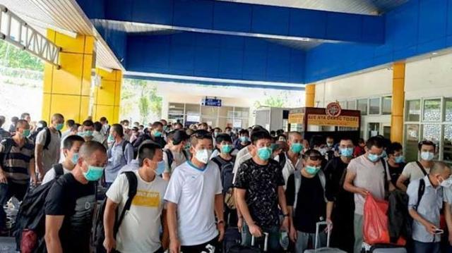Warga Dilarang Mudik, WNA China Terus Berdatangan. Gus Umar: Ada Apa Dengan Negara