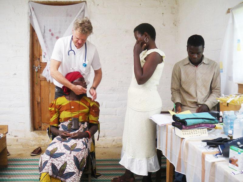 Behandlung von Dorfbewohnern in und um Matanana