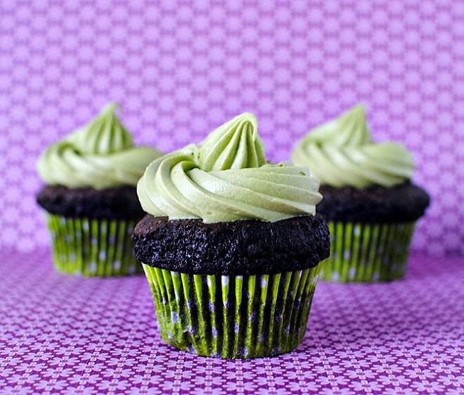 Yummy chocolate and matcha cupcakes