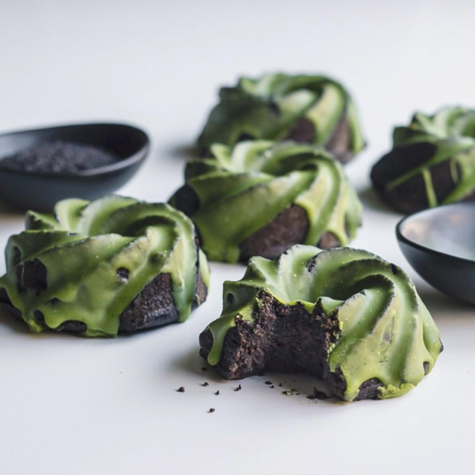 Black sesame cupcakes with matcha glaze 2
