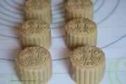3. After shape in the 50g mooncake mould