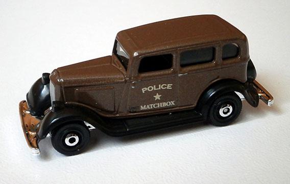 MB1087 - 1933 Plymouth Sedan