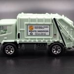 MB742-19 : Garbage Truck