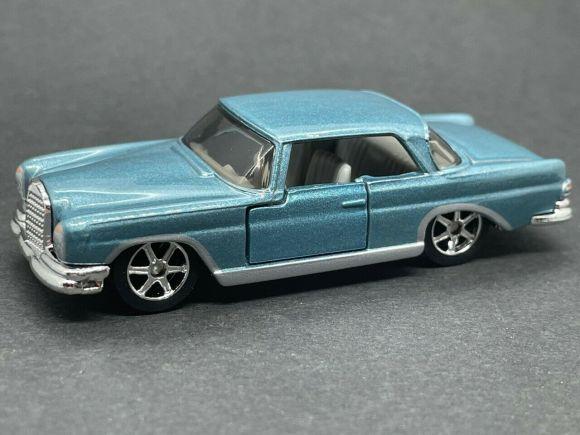 Matchbox MB1136 : 1962 Mercedes 220SE