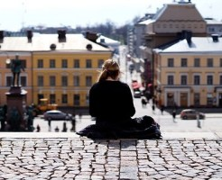 神待ちをしている家出少女のイメージ画像です。