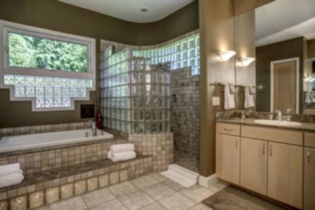 Amazing doorless shower design ideas 08
