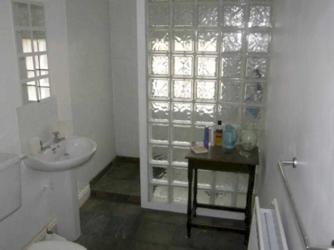 Amazing glass brick shower division design ideas 13