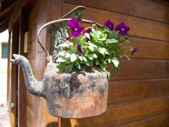 Awesome outdoor junk garden to reuse your old stuff 02