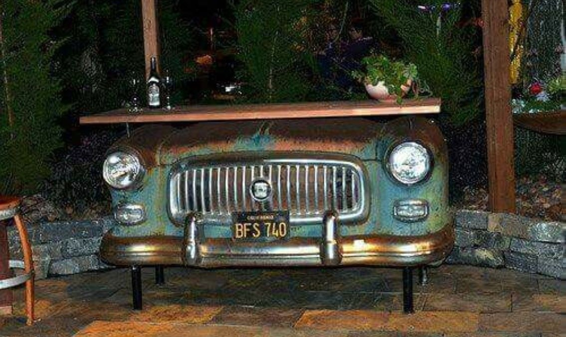 33 Awesome Outdoor Junk Garden to Reuse Your Old Stuff