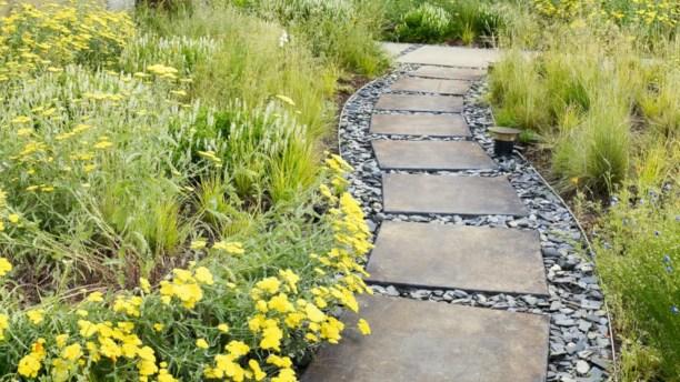 Best garden walkway to envy your visitor 20