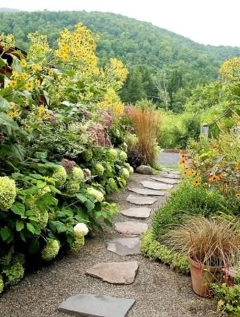 Best garden walkway to envy your visitor 28